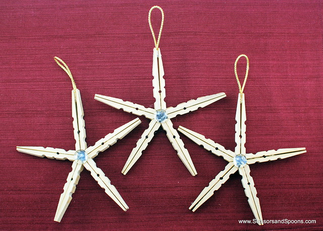 Diy christmas ornaments clothespin stars scissors and for Close pin crafts
