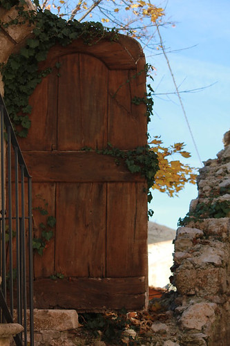 una porta sul vuoto