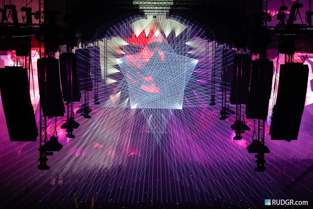 Qlimax 2012 crazy lasers!