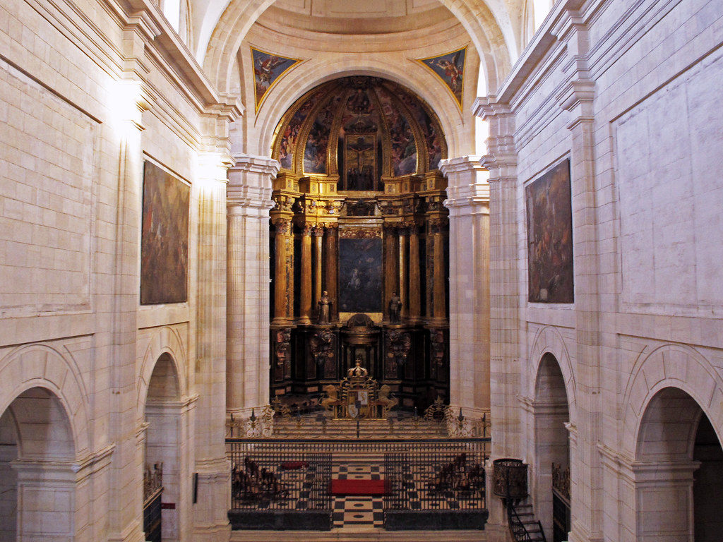 Credencia Iglesia : 36 opulent photos of el escorial spain boomsbeat