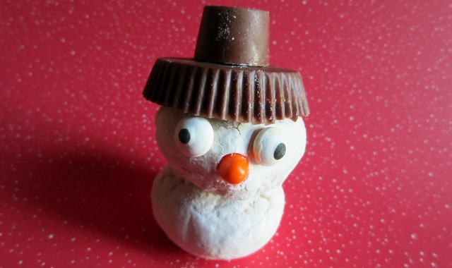 Muffin Tin Monday: doughnut snowman
