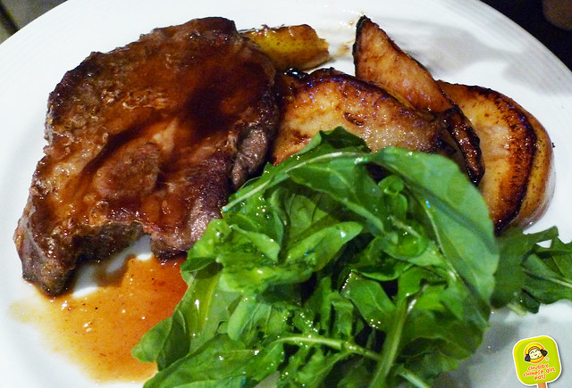 grilled pork chop with pears at Villa Mansa Wine Hotel
