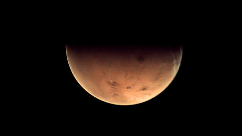 First data via Malargüe station: Mars as seen by VMC