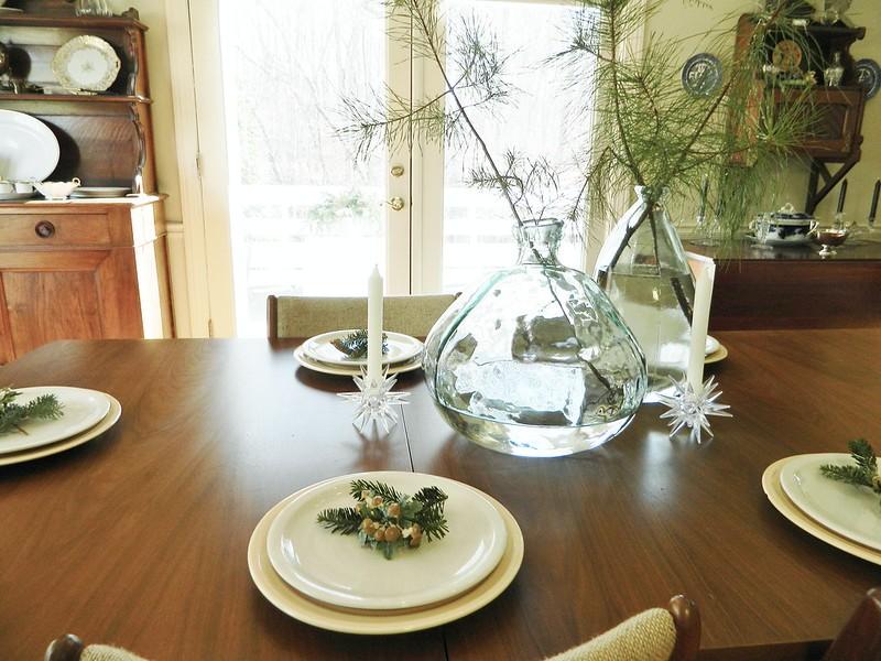 table setting via homeologymodernvintage.com