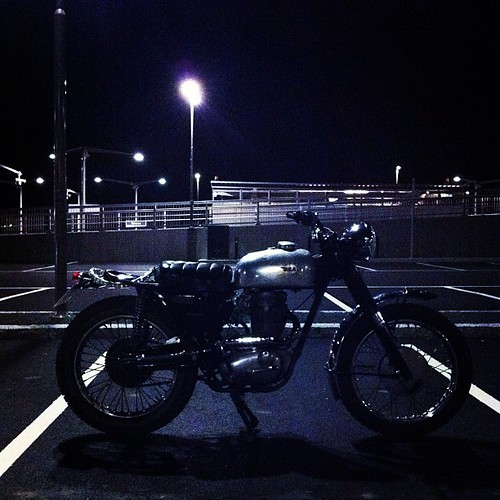 Night ride #bsa #bsamotorcycle #vintage #vmx #flatoutoslo by nicki twang