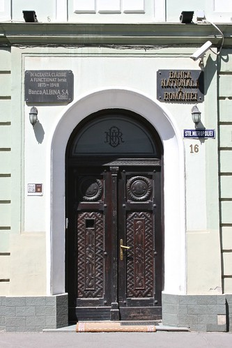 stradamitropoliei sibiu hermannstadt nagyszeben transylvania siebenbürgen erdély romania românia europe door doorway street building urban town city