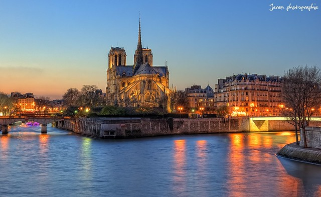 Winter's sunset on Notre Dame