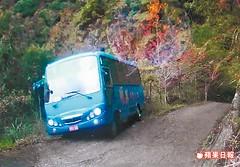 司馬庫斯山路墜谷巴士,轉載自蘋果日報