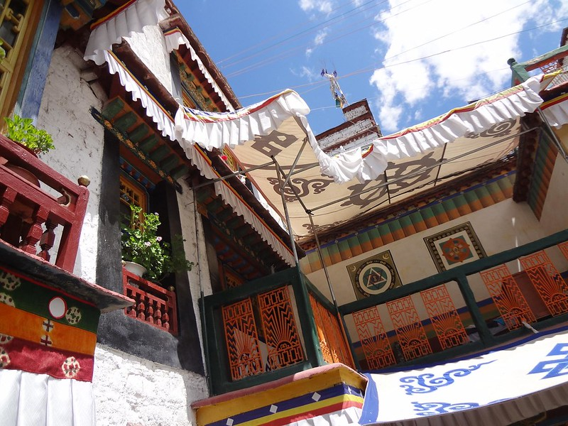 Photography of the interior courtyard of Trichang Labrang Hotel in Lhasa