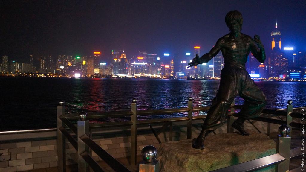 Памятник Брюсу Ли на Аллее Звезд в Гонконге