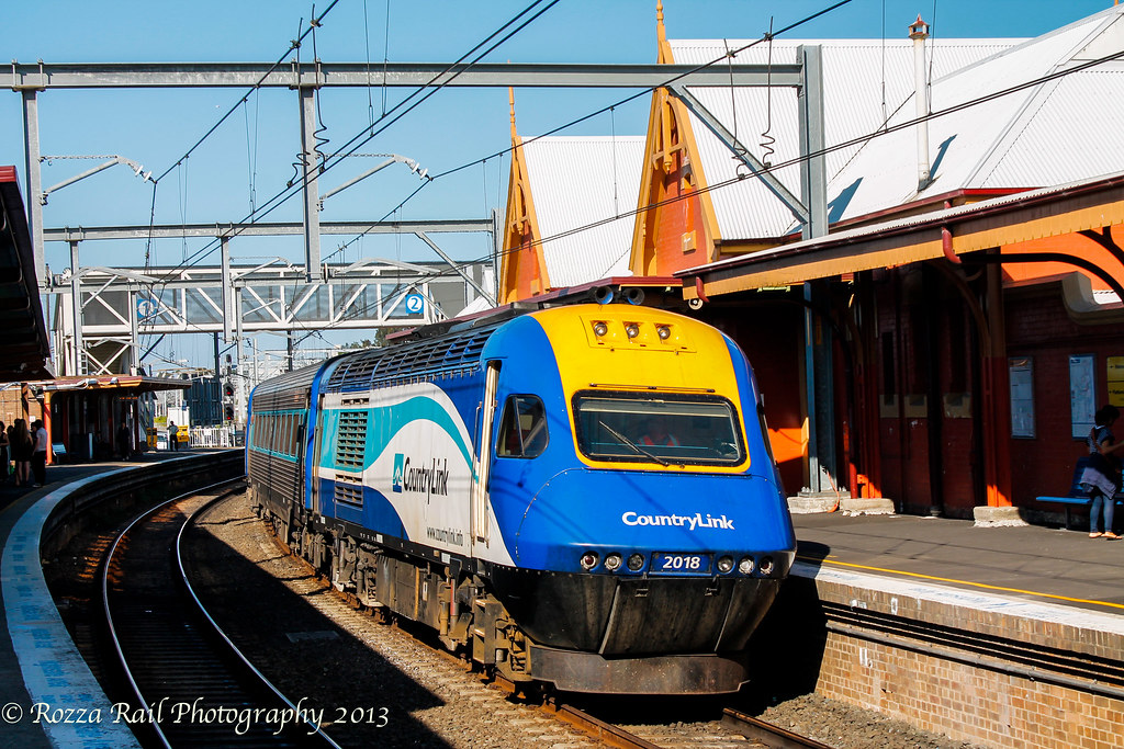 Empty CountryLink XPT at Sydenham by Roy