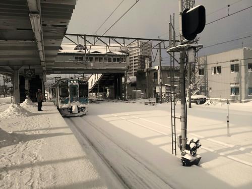 青森八戸の電車到着