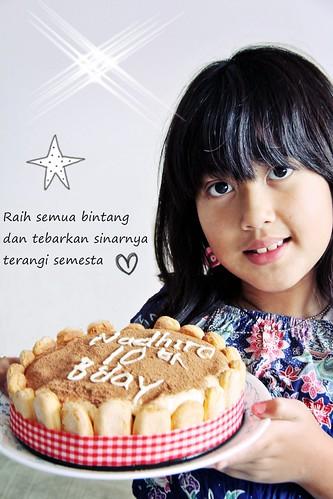 kakak & her birthday cake