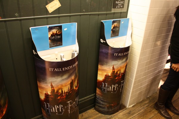 Harry-Potter-Platform-9-shop-Kings-Cross-Station-London-11-600x400