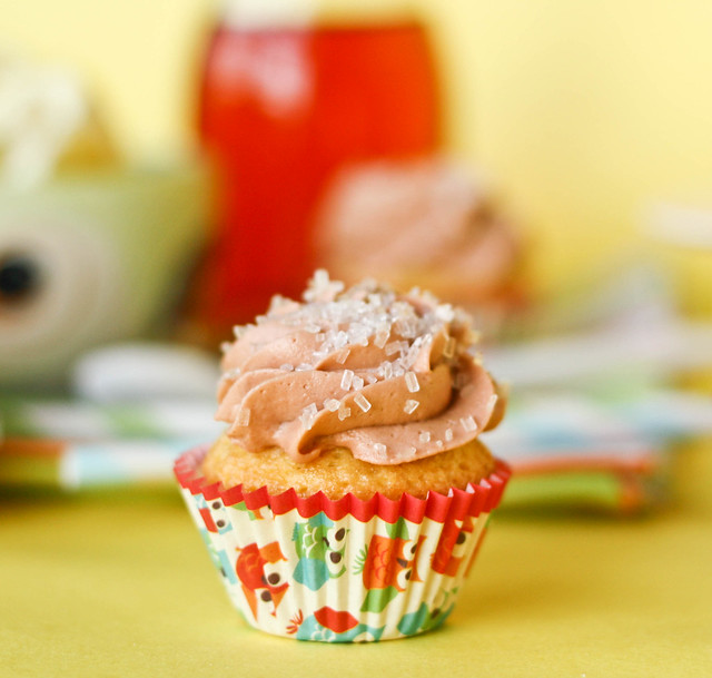 delicious Lemon Cupcakes With Sweet Tea Frosting