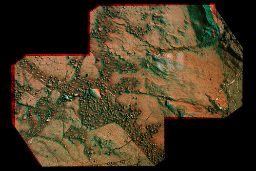 "CURIOSITY sol 159 MastCam right e sol 161 MAHLI anaglyph ""tattoo"" & small crack"