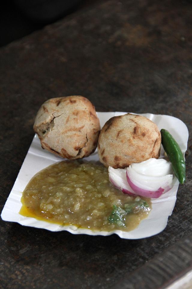 A fresh plate of baati chokha (round roti)