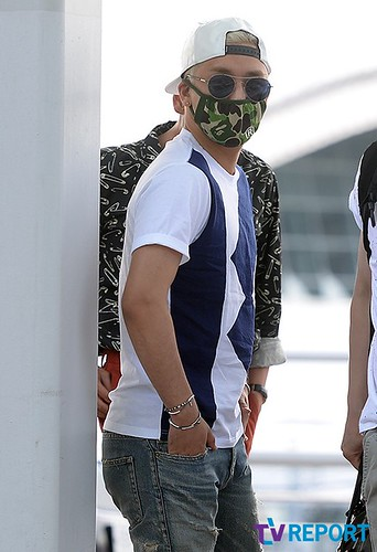 BIGBANG Incheon Airport to Shanghai Press 2015-06-19 036