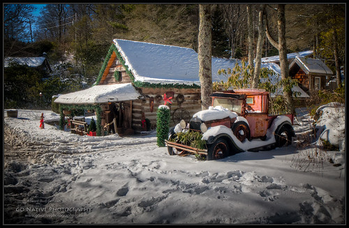 christmas winter mountain snow mountains ford truck modela store nc highlands cabin antique nieve northcarolina pickuptruck ute logcabin blueridge utilitytruck highlandsnorthcarolina licklogmillstore
