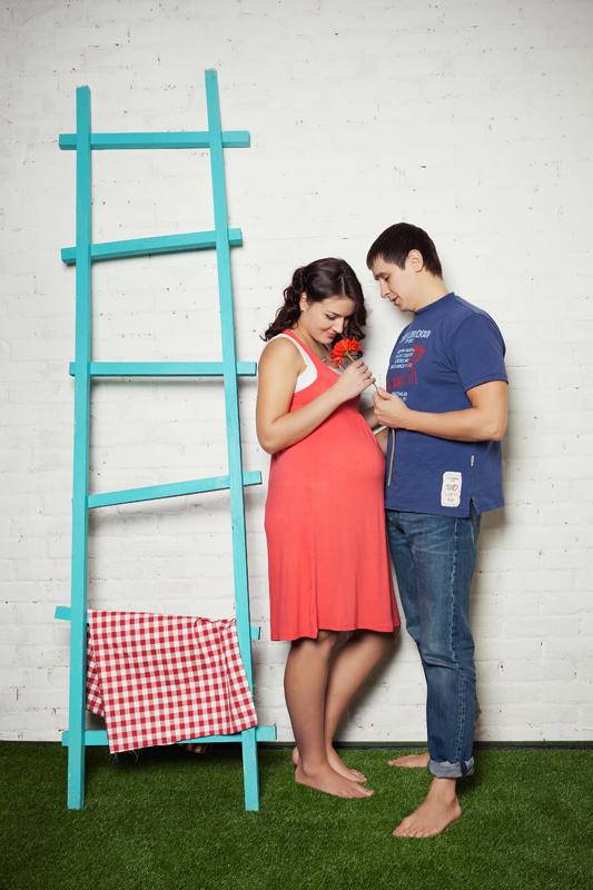 Фотосессия беременности в студии. Парная фотосессия в студии.