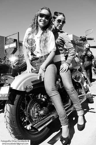 chicas moto byn 2