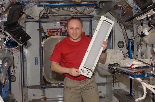 Светодиоды НАСА помогут обитателям МКС бороться с бессонницей