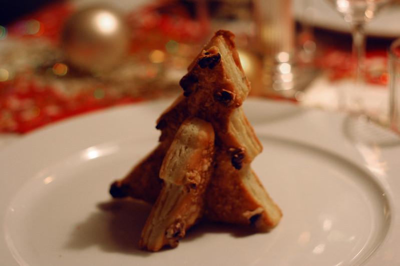 türchen 22: käse-weihnachtsbäumchen aus topfen-blätterteig