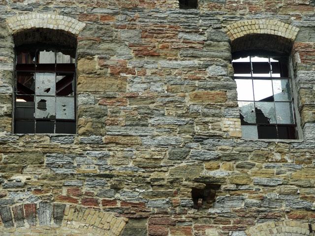 mill-city-minneapolis-museums-broken-window