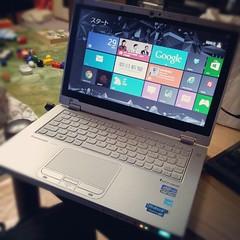 Windows 8 入りLet's Note。ひっくり返したらタブレット端末にもなるし、起動も超早くて良い端末だ。