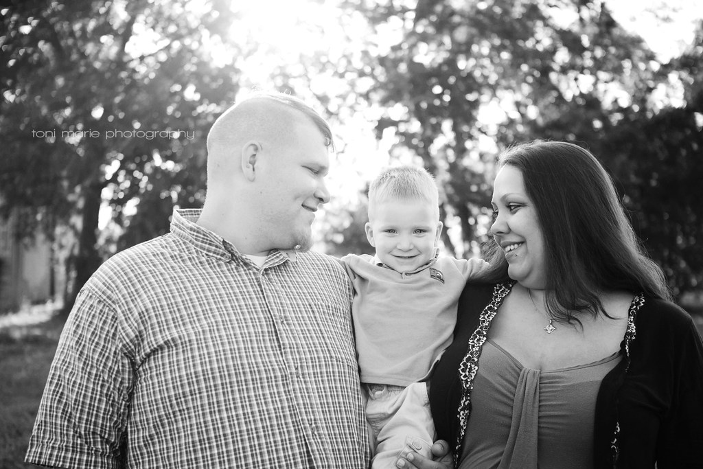 Round Rock Maternity Photographer - Toni Marie Photography