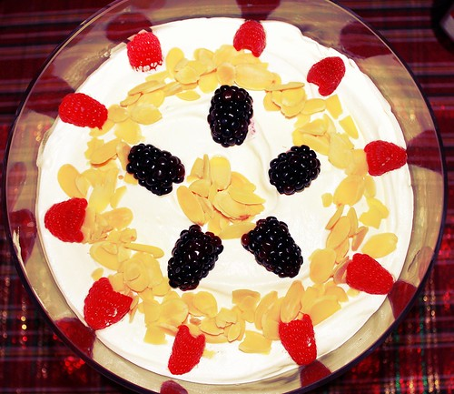 English Christmas Trifle with panettone