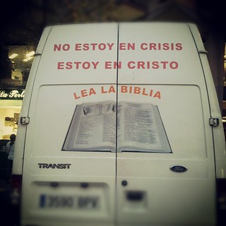 Marketing celestial para almas en crisis #instagramers #instagram #instamood #instagramhub #barcelonabarriabarri #bcn #Barcelona #diaadia #cosasvistasenlacalle #picoftheday #spain #streetthings #flagonetacelestial