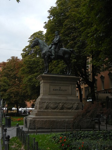 DSCN3558 _ Garibaldi statue along _ Via dell'Indipendenza, Bologna, 17 October