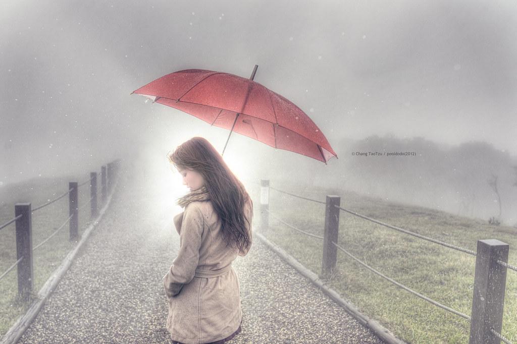 [portrait] red umbrella