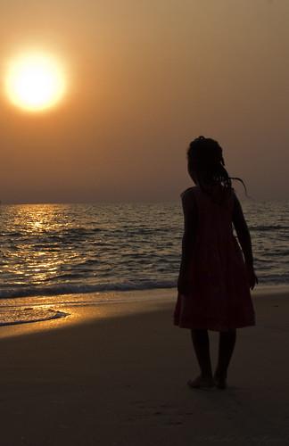 mer soleil vague enfant fille plage emilio couchedesoleil