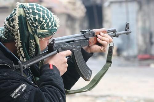Syria Aleppo 20.12.2012 TR_05648 AK 47