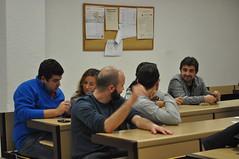 Grupo de personas realizando actividades en inglés en Sevilla Ingenius