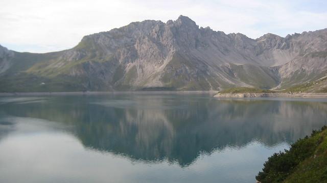 Berg mal zwei am Lünersee – die Kanzelköpfe spiegeln sich im See