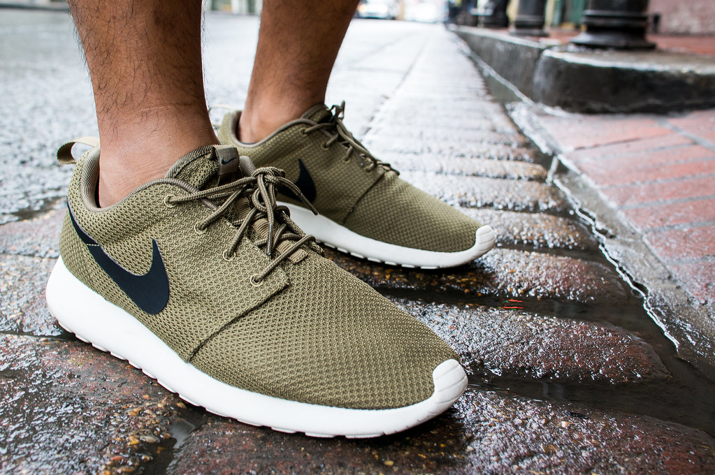 05b2cd4f94a3 nike roshe run iguana olive green black white