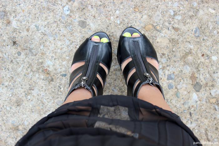 black heels neon toes