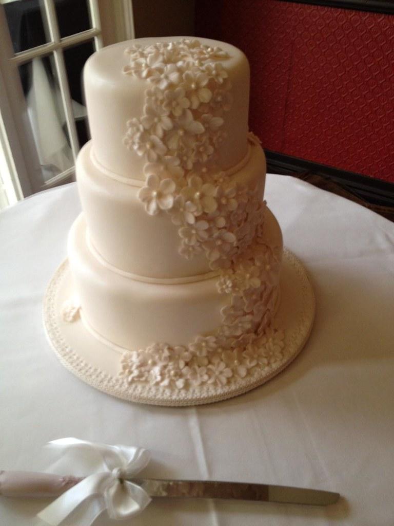 Elaboarte Three Tier Wedding Cakes Toowoomba Wedding