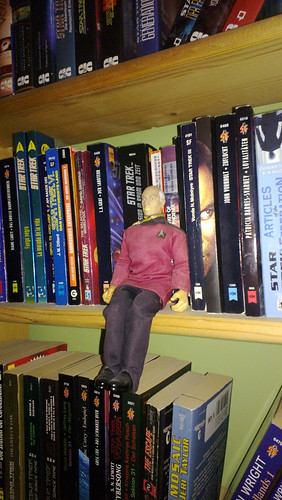 Jean-Luc im Star Trek-Regal
