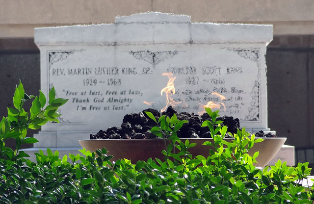 martin-luther-king-tomb-flame