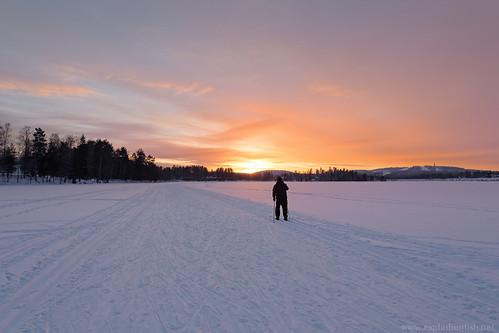 winter sunset cloud lake snow man tree ice sports silhouette forest finland skiing jyväskylä palokkajärvi canonef1635mmf28liiusm centralfinland canon5dmarkiii cloudsstormssunsetssunrises jyväskyläsubregion