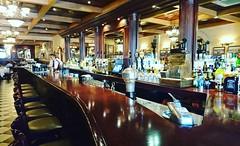 Esto es una barra como se debe. #classic #bar #timeless #style