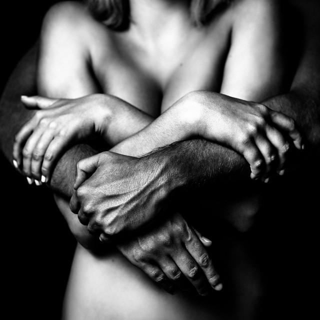 Dans ses bras