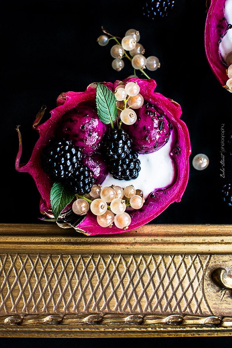 Bol de pitahaya con granola y yogurt de liman-8