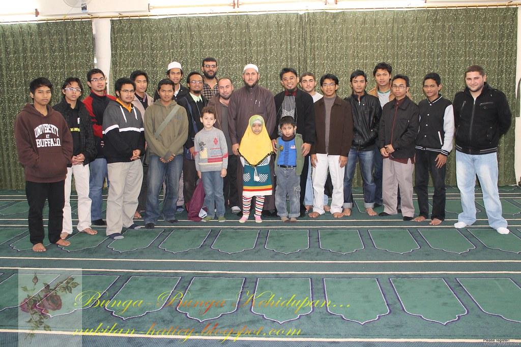 Dalam masjid di Syajarah
