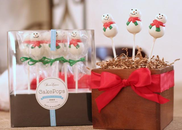 Vanilla Bean Snowman Cake Pops