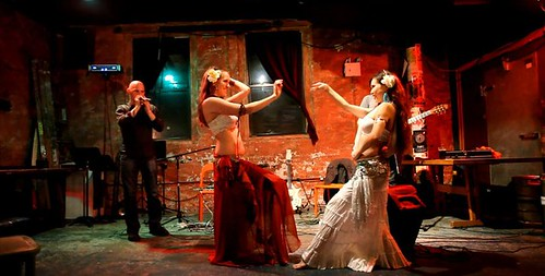 Bellydancers Ayano & Laurel with Beatbox Guitar